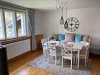 Posezení v obývacím pokoji - pronájem chaty Ostravice