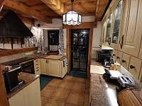 Kuchyně a dveře na terasu