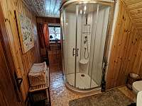 Sprchovací kout + WC v 1 patře . - Staré Hamry