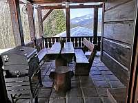 Zastřešená terasa ( vchod z kuchyně) - Staré Hamry