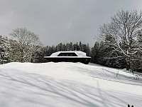 Zimní pohled pod chatou. - Staré Hamry