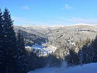 Pohled ze sjezdovky Razula do údolí