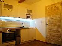 Apartmán A: kuchyňská linka - pronájem chalupy Velké Karlovice