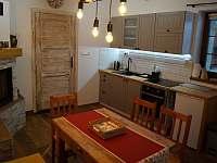 Apartmán B: kuchyň - chalupa k pronajmutí Velké Karlovice
