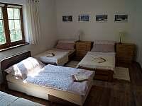 Apartmán B: ložnice s rozloženou postelí - Velké Karlovice