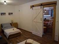 Apartmán B: pohled z ložnice - Velké Karlovice