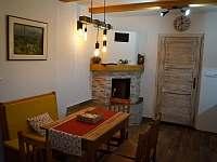 Apartmán B: posezení - chalupa k pronájmu Velké Karlovice