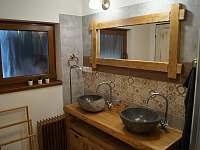 Koupelna č.1 s odděleným WC - Velké Karlovice