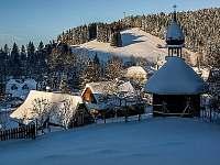 Pohled na údolí Leskové v krásný zimní den - Velké Karlovice