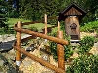 Schody k ohništi a úl bez včel - Velké Karlovice