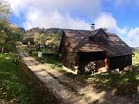 Chata a prijezdova cesta