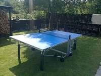 rozkladatelný venkovní stůl na stolní tenis