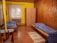 Horní třílůžkový pokoj - chalupa ubytování Karolinka