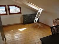 Ložnice zadní část - pronájem chalupy Bukovec