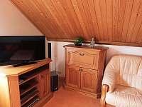Obývací pokoj s jídelnou 1. patro - chalupa k pronajmutí Ostravice