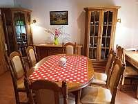 Obývací pokoj s jídelnou 1. patro - chalupa k pronájmu Ostravice