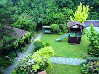Výhled do zahrady - chalupa k pronajmutí Ostravice