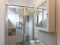 Koupelna se sprchovým koutem - chata ubytování Řeka