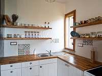 Kuchyň přípravená na Vaše kuchařské umění - chata k pronajmutí Řeka