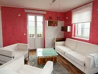apartmán Staré Hamry - Obývací pokoj s rozkládací sedací soupravou