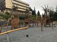 Dětské hřiště - cca 100m