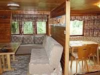 Obývací pokoj - chata k pronajmutí Dolní Lomná