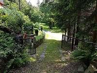 Příjezd - chata k pronájmu Dolní Lomná