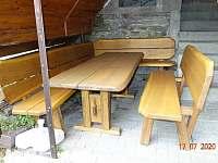 Venkovní posezeni - chata k pronájmu Dolní Lomná