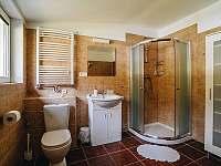 Apartmán 2. - 6 osob /dva pokoje 2l.+1př., 3l./, koupelna s WC + samostatné WC - chalupa k pronájmu Rožnov pod Radhoštěm