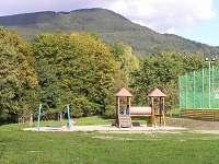 Dětské hřiště 300 m. od chalupy - ubytování Kunčice pod Ondřejníkem