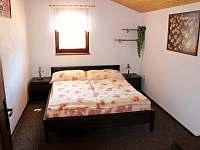 Ložnice v přízemí - pronájem chalupy Kunčice pod Ondřejníkem