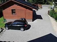 Parkování v areálu objektu - Kunčice pod Ondřejníkem