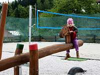 Dětské hřiště a beachvolejbalový kurt - Dolní Lomná