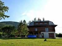 chata pozadí Stolová