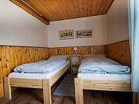 Další 2 postele ve spodní ložnici