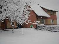 chalupa v zimě - k pronájmu Hutisko - Solanec
