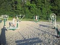 venkovní posilovací přístroje na koupališti - Hutisko - Solanec