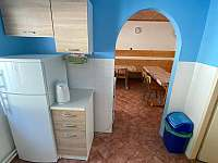 Propojení kuchyně s jídelnou - pronájem chalupy Dolní Bečva