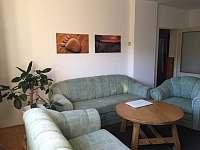 dolní apartmán-obývací pokoj - k pronájmu Halenkov