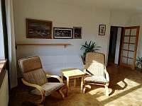horní apartmán-obývací pokoj - pronájem Halenkov