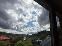 horní apartmán-výhled z okna - Halenkov
