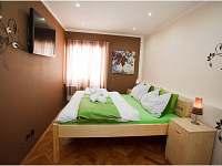 hnědý pokoj v apartmánu U Ospalca