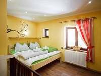 žlutý pokoj v apartmánu U Ospalca
