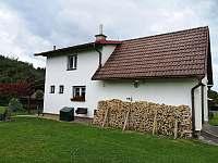 Pohled od ohniště - chalupa ubytování Dolní Bečva