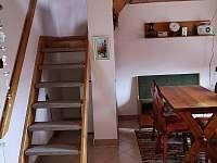 Schody nahoru - chalupa k pronajmutí Dolní Bečva