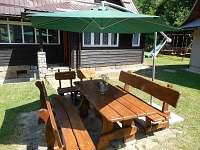 Romantika na chatě - co takhle dopolední kafe na zahradě?