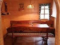Pohled z obývací části do jídelny