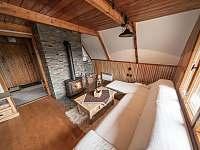 Obývací pokoj s jídelnou - chata k pronájmu Rajnochovice