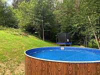 bazén s trampolínou - chalupa k pronájmu Velké Karlovice