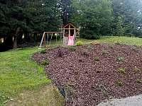 houpačky se skluzavkou a malým pískovištěm - Velké Karlovice